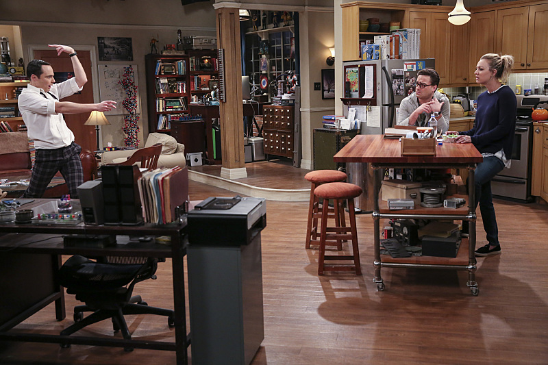 """The Brain Bowl Incubation"" -- Pictured: Sheldon Cooper (Jim Parsons), Leonard Hofstadter (Johnny Galecki) and Penny (Kaley Cuoco). After a successful experiment combining their genes, Sheldon will stop at nothing to convince Amy they should procreate.  Also, Koothrappali is embarrassed to tell the gang what the new woman he's dating does for a living, on THE BIG BANG THEORY, Thursday, Nov. 10 (8:00-8:31 PM, ET/PT), on the CBS Television Network. Photo: Michael Yarish/Warner Bros. Entertainment Inc. © 2016 WBEI. All rights reserved."